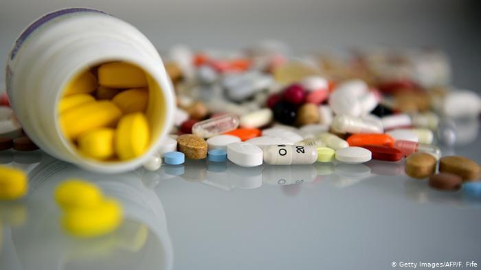 هشت ماده غذایی که در مصرف آنها با دارو باید احتیاط کرد