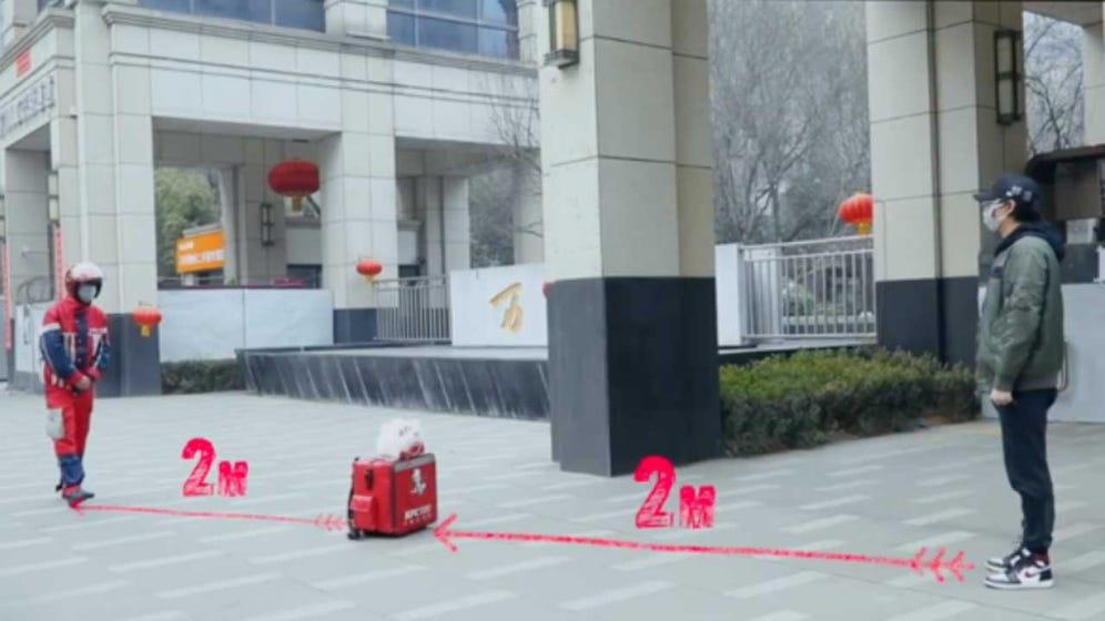 تحویل بدون تماس غذا در چین در پاسخ به ویروس کرونا