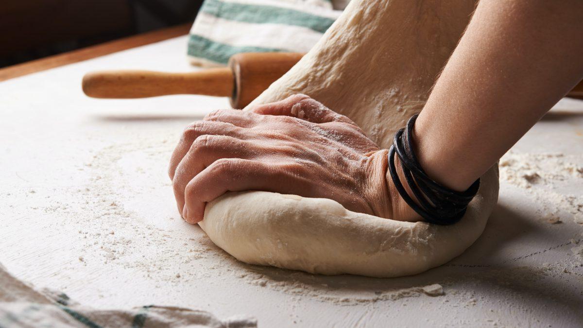 چرا پخت نان و شیرینی در دوران قرنطینه کرونا همهگیر شد؟
