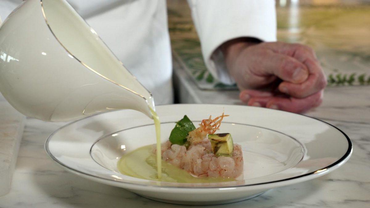 طرز تهیه غذای آشپز نامدار با الهام از عطر «عود اصفهان» کریستین دیور